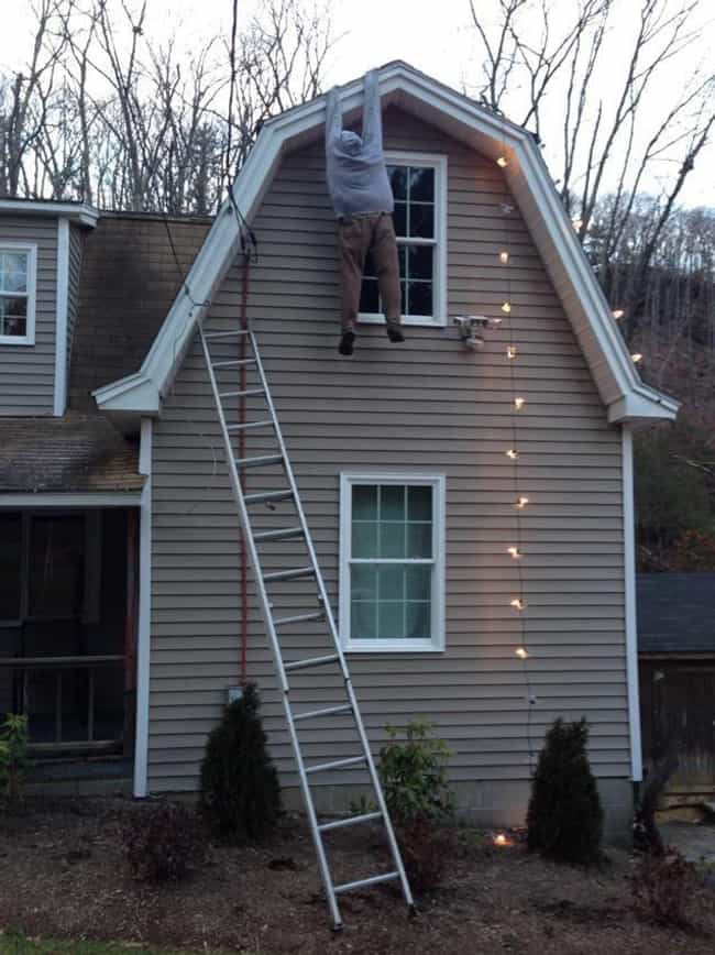 A Risk That Pays Off is listed (or ranked) 2 on the list 20 Hilariously Clever Ways Lazy Christmas Decorators Decked Out Their House