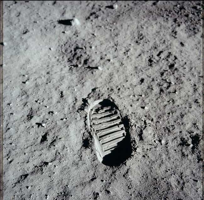 "The Footprint On The Moon Does... is listed (or ranked) 3 on the list Yes, We Really Landed On The Moon And Simple Science Debunks All The ""Evidence"" Of A Conspiracy"