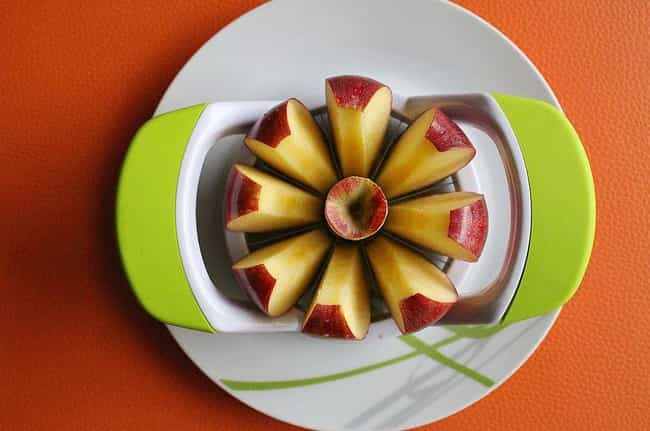 Re-Assemble Apple Slices To Pr... is listed (or ranked) 2 on the list Lunchbox Hacks That Make Packing School Lunches Legitimately Fun