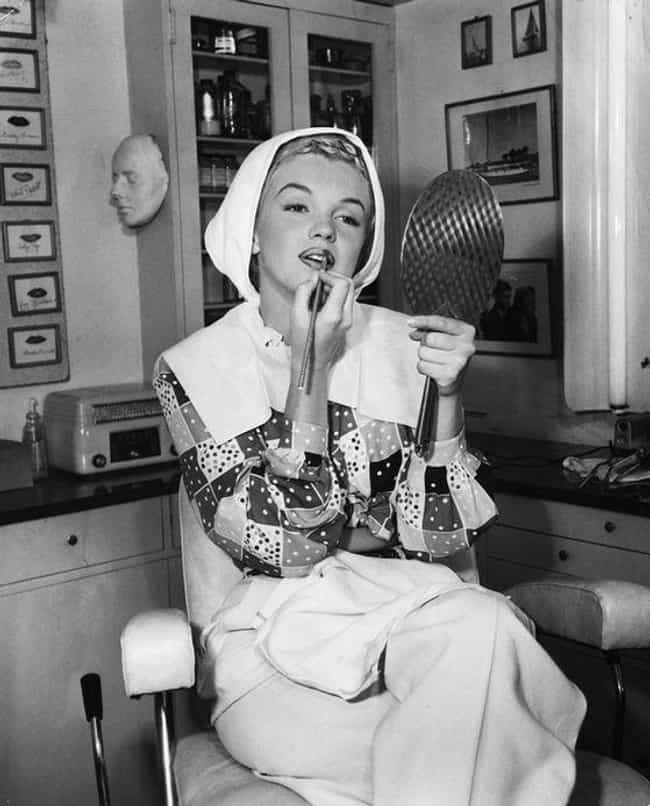 She Contoured Her Lips With Fi... is listed (or ranked) 4 on the list Marilyn Monroe's Beauty Secrets