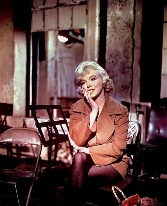 She Contoured Before Kim... is listed (or ranked) 4 on the list Marilyn Monroe's Beauty Secrets