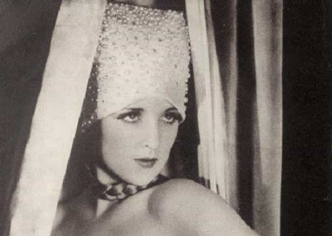 Nicknamed 'The Profane A... is listed (or ranked) 2 on the list The Glamorous And Tragically Short Life Of Hollywood Starlet Carole Lombard