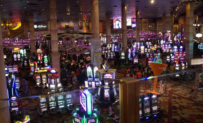 Avoid Obnoxious Crowds is listed (or ranked) 1 on the list 12 Reasons Why Online Gambling Is Better Than Real Life Casinos