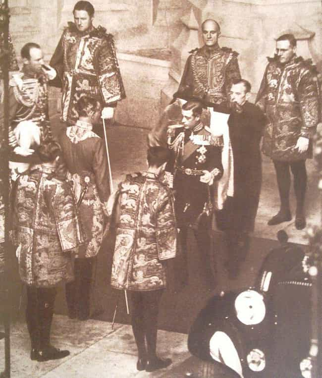 November 16, 1936: Edwar... is listed (or ranked) 4 on the list A Complete Timeline Of Events That Led To Elizabeth II Becoming Queen - When She Wasn't Supposed To