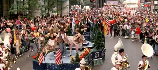 Thousands Of Extras Show... is listed (or ranked) 2 on the list Behind The Scenes Of The Famous Parade Scene In 'Ferris Bueller's Day Off'