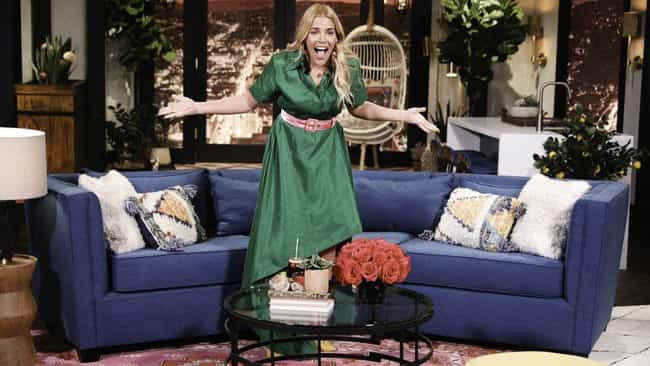 She Has Her Own Chat Show On E... is listed (or ranked) 3 on the list Busy Philipps Had A Career Before Instagram, But She Used Social Media To Turn Herself Into A Star
