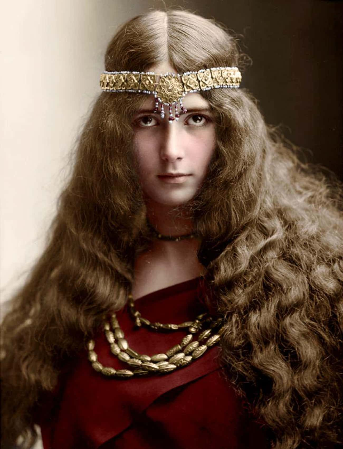Dancer Cléo de Mérode Dressed  is listed (or ranked) 4 on the list Colorized Photos That Will Change How You See The Victorian Era