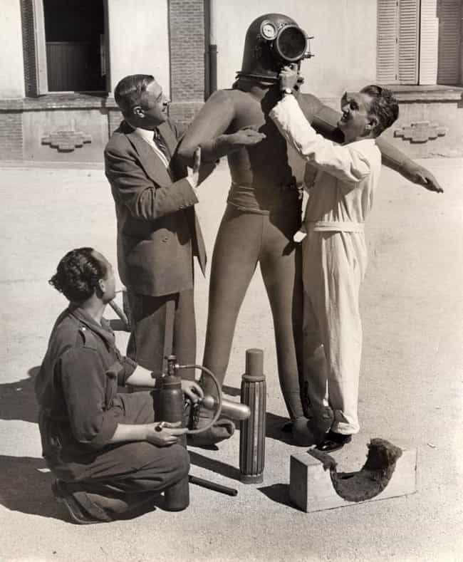 1935: Escafandra Estratonautic... is listed (or ranked) 1 on the list The Visual Evolution Of Space Suits