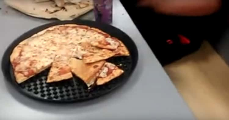Dawson Falsely Suggested That Chuck E. Cheese's Serves Leftover Pizza