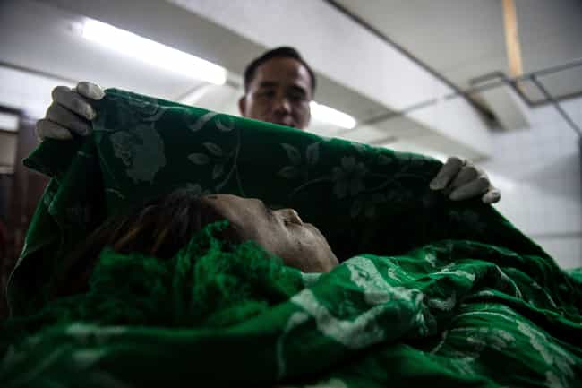 Caitlin Doughty Seeks To De-St... is listed (or ranked) 1 on the list How The World's Only Famous Mortician Is Revolutionizing The Death Industry