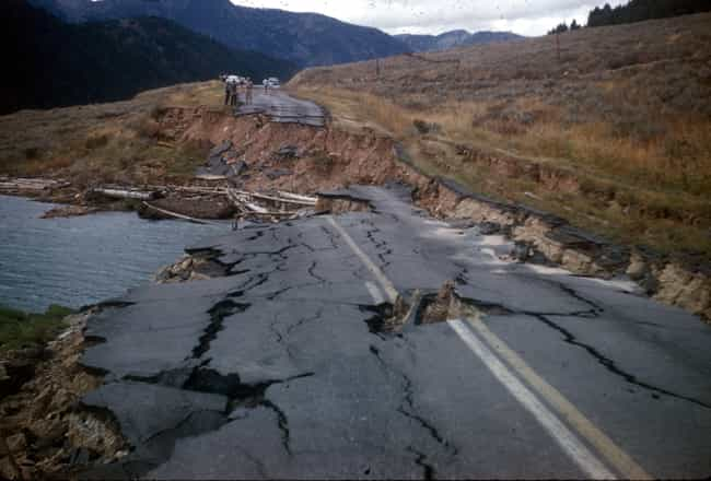 A String Of Earthquakes Would ... is listed (or ranked) 1 on the list What Will Happen If The Supervolcano In Yellowstone National Park Erupts?