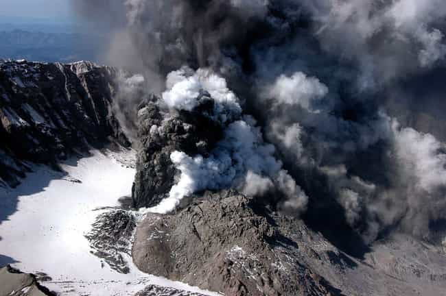 Airborne Volcanic Ash Wo... is listed (or ranked) 4 on the list What Would Happen If Mount Rainier Erupted?