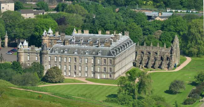Holyroodhouse is listed (or ranked) 7 on the list Which Royal Residence Would Be The Best Vacation Destination?