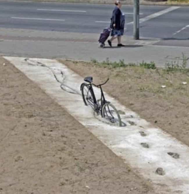Urban Quicksand is listed (or ranked) 1 on the list 22 Pics We Found On The Internet That Will Make You Say 'Hmmm'