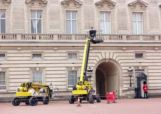 Yearly Repairs Can Cost ... is listed (or ranked) 2 on the list What's It Like To Live At Buckingham Palace?