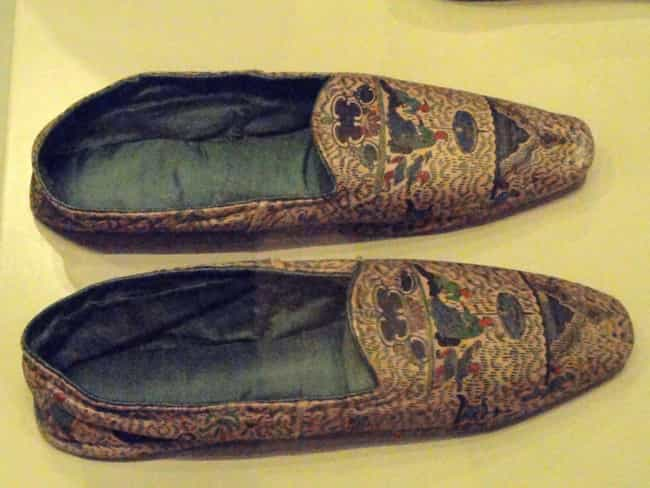 19th Century Informal En... is listed (or ranked) 4 on the list 25 Pieces Of Footwear Throughout History That Made Us Say 'Whoa'