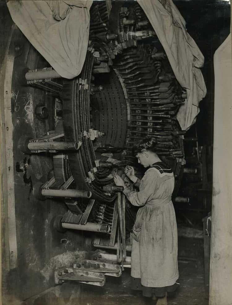 Rachel Parsons Working On A Steam Turbine (c. 1914-1918)