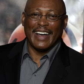 Floyd Little is listed (or ranked) 22 on the list The Best NFL Players To Have Their Numbers Retired