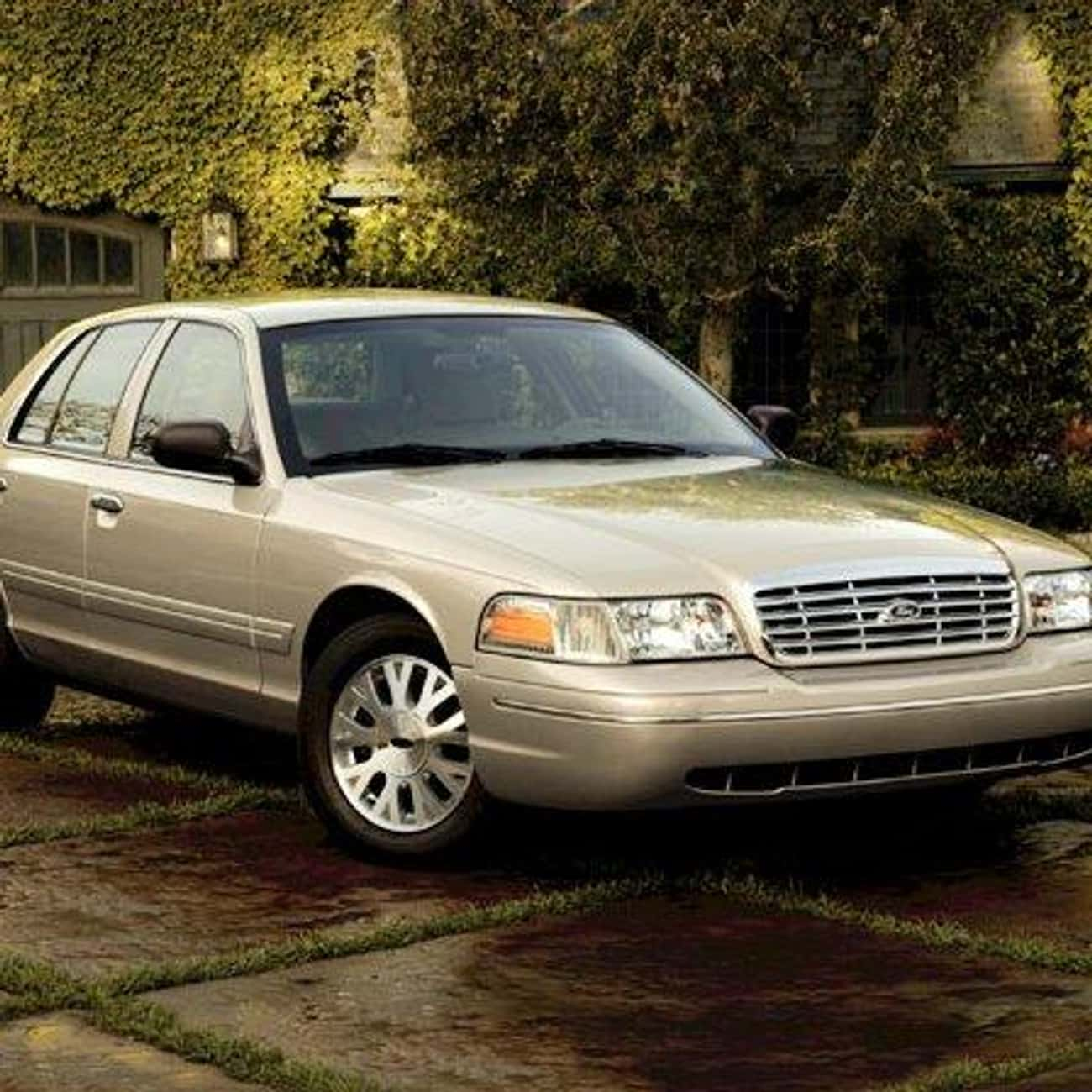 2004 Ford Crown Victoria is listed (or ranked) 1 on the list List of 2004 Fords