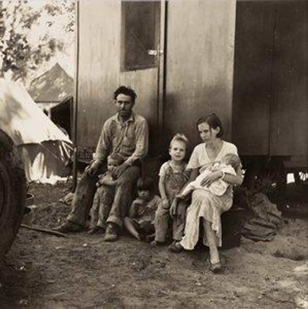 A California Fruit Tramp and His Family in the Marysville Migrant Camp