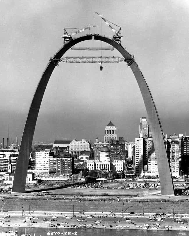 Gateway Arch is listed (or ranked) 4 on the list 18 Fascinating Photos of Historical Landmarks Under Construction