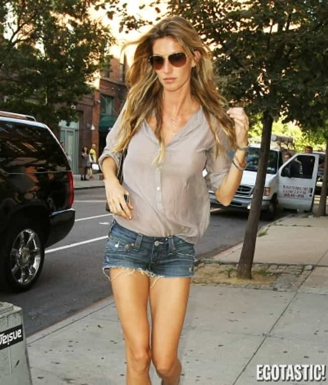 Gisele Bündchen is listed (or ranked) 4 on the list Everyday Clothes On Extraordinary Women(Dressed Down Celebs)