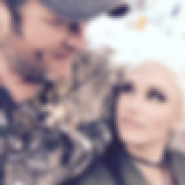 Gwen Stefani is listed (or ranked) 1 on the list Blake Shelton Loves and Hookups