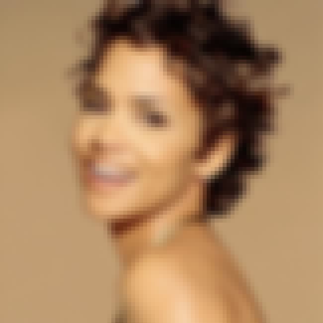 Halle Berry is listed (or ranked) 4 on the list The Best Celebrity Smiles (Women)