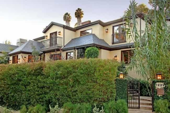 Halle Berry is listed (or ranked) 4 on the list Celebrities Who Have Lived in the Same House