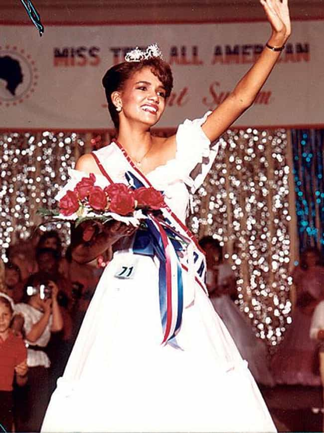 Halle Berry is listed (or ranked) 1 on the list 20 Celebrities Who Were Homecoming Queen