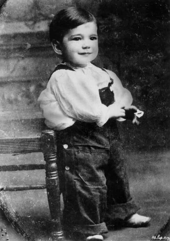 Humphrey Bogart is listed (or ranked) 2 on the list 20 Photos Of Old Hollywood Stars As Kids