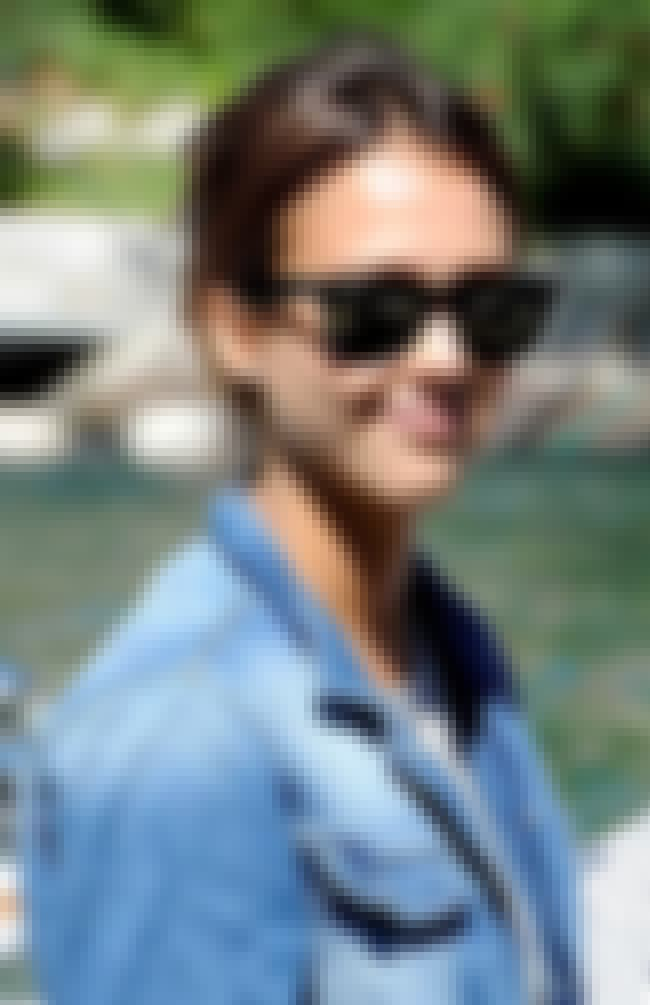 Jessica Alba is listed (or ranked) 1 on the list 51 Pictures of Celebrities in Wayfarers