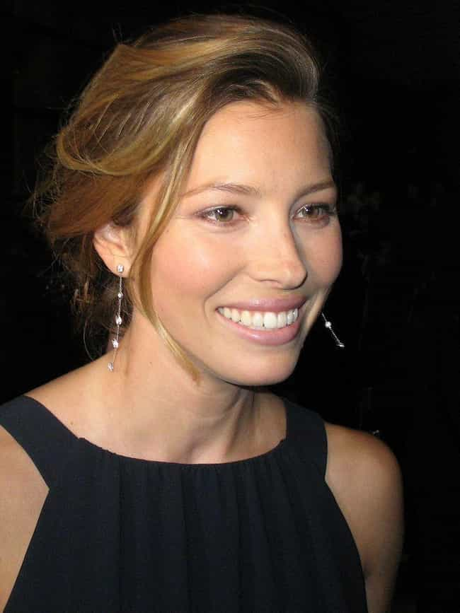 Jessica Biel is listed (or ranked) 2 on the list 20+ Celebrities Who Love To Cook