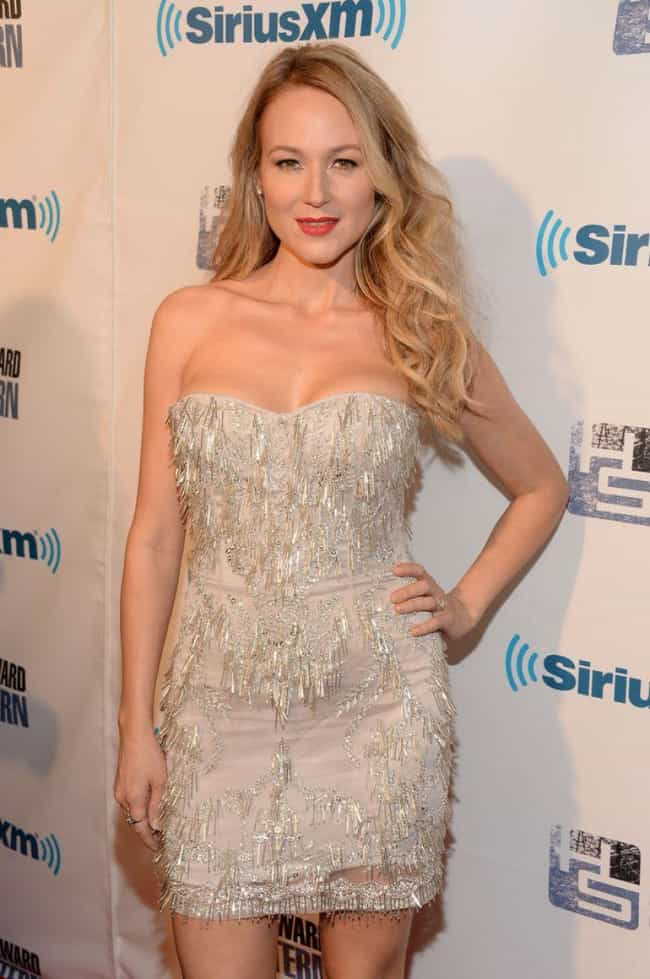 Jewel is listed (or ranked) 4 on the list The 27 Hottest Chicks at Howard Stern's 60th Birthday Party
