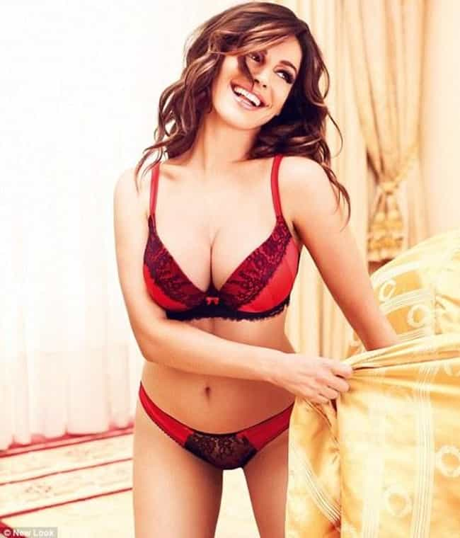 Kelly Brook is listed (or ranked) 4 on the list 15 Actresses Who Can Pull Off Red Monika