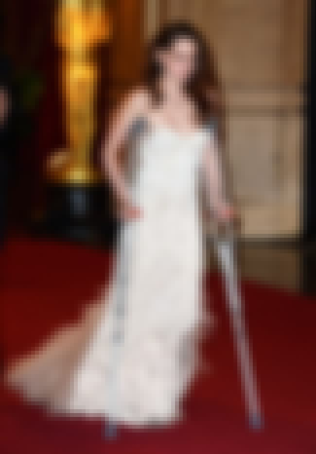 Kristen Stewart is listed (or ranked) 4 on the list Celebrities on Crutches: Who Does It Best?