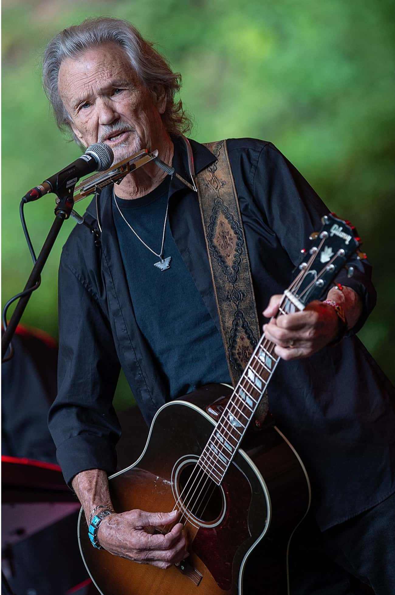 Kris Kristofferson is listed (or ranked) 3 on the list Country Singers Who Were in the Military