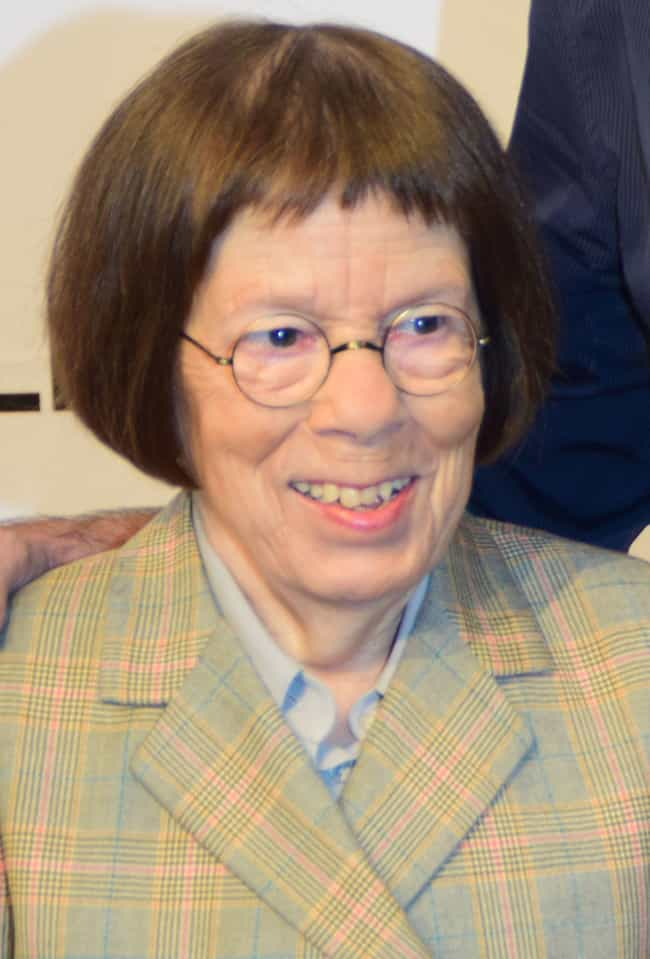Linda Hunt is listed (or ranked) 7 on the list Celebrity Women You Won't Believe Are Under Five Feet Tall