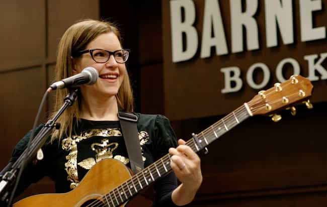 Lisa Loeb is listed (or ranked) 4 on the list Chris Hardwick Loves and Hookups
