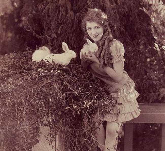 Mary Pickford is listed (or ranked) 2 on the list What Did America's Sweetheart Look Like In Every Decade?