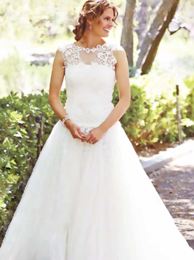 Kate Beckett is listed (or ranked) 4 on the list The 36 Best TV Wedding Dresses in the History of Television