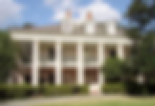 Oak Alley Plantation is listed (or ranked) 2 on the list 15 Ghost Stories From American Plantations