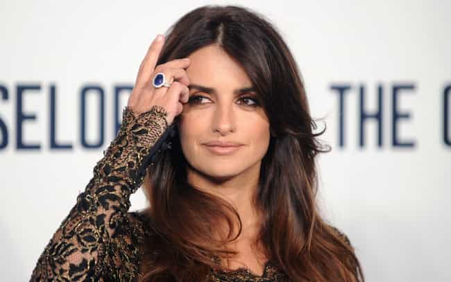 Penélope Cruz is listed (or ranked) 4 on the list Female Celebrities Who Are 5'4