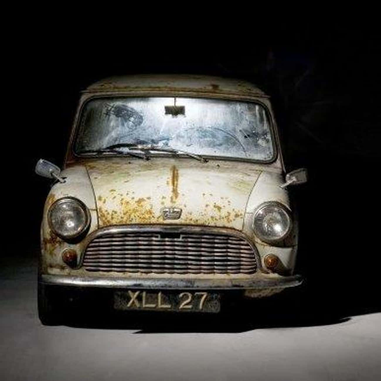 Austin Mini Saloon De Luxe is listed (or ranked) 4 on the list Full List of MINI Models