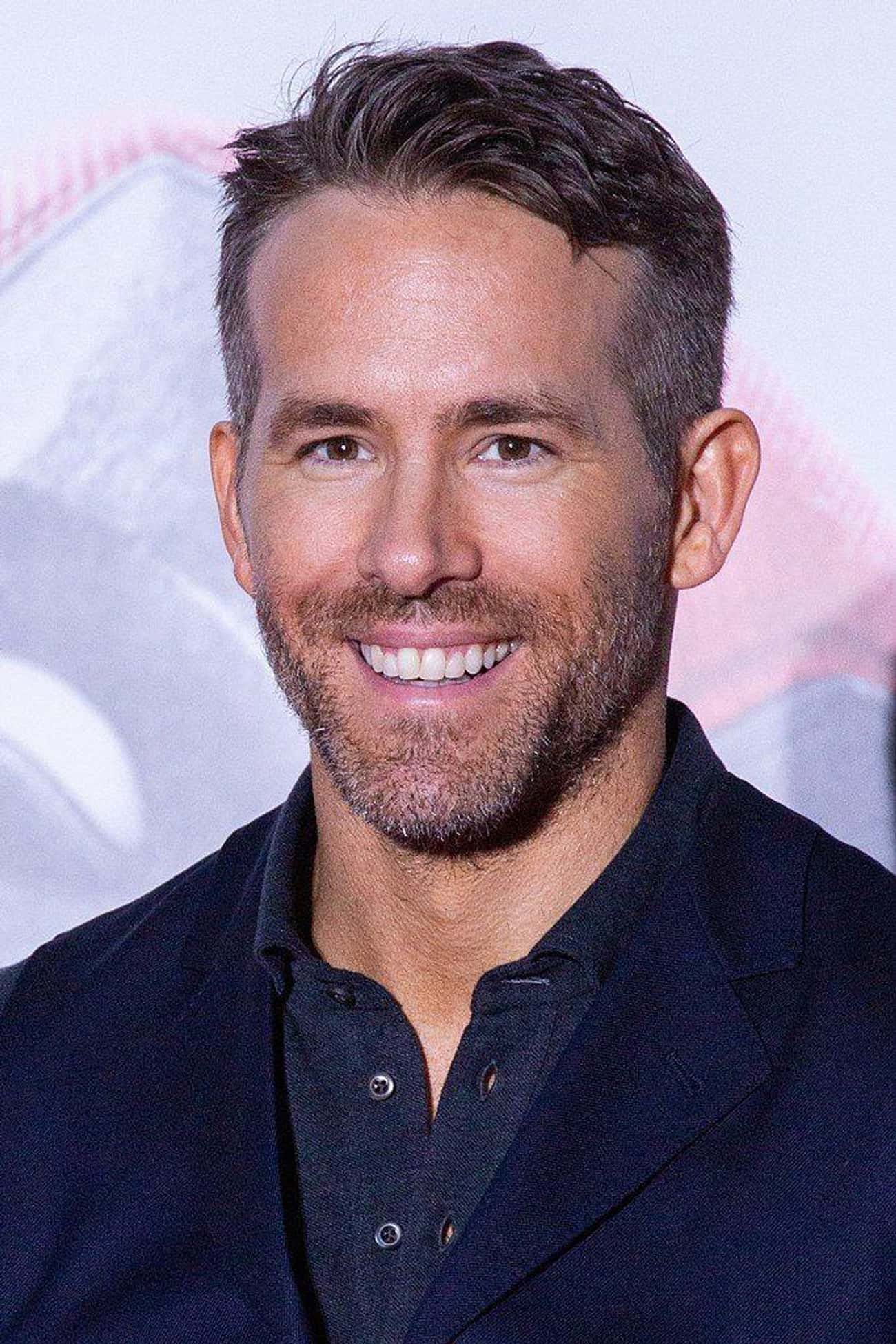 Ryan Reynolds is listed (or ranked) 4 on the list The Best Celebrity Smiles (Men)