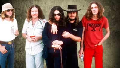 The Truth About The Infamous Lynyrd Skynyrd Plane Crash Is Stranger Than  Fiction